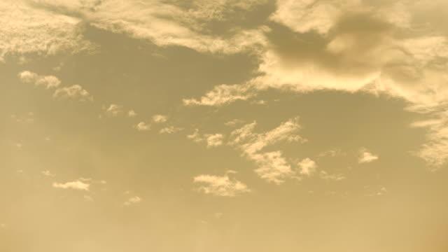 4K Time lapse del cielo del atardecer.