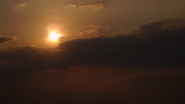 4K time-lapse van zonsondergang hemel.