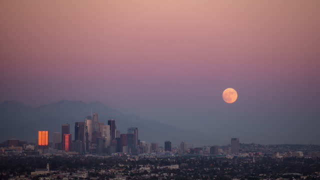 Time Lapse of Supermoon Rising Over City of Los Angeles