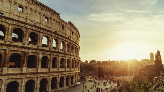 time lapse of the coliseum of rome - esposizione lunga video stock e b–roll