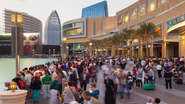 time lapse of the dubai mall at dusk - vereinigte arabische emirate stock-videos und b-roll-filmmaterial