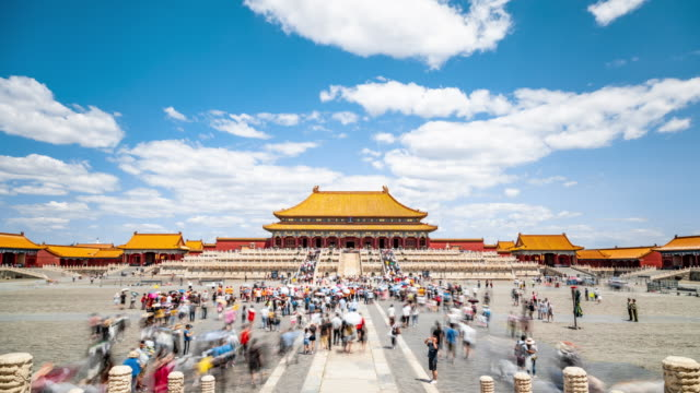 time lapse of the imperial palace in beijing - gruppo organizzato video stock e b–roll
