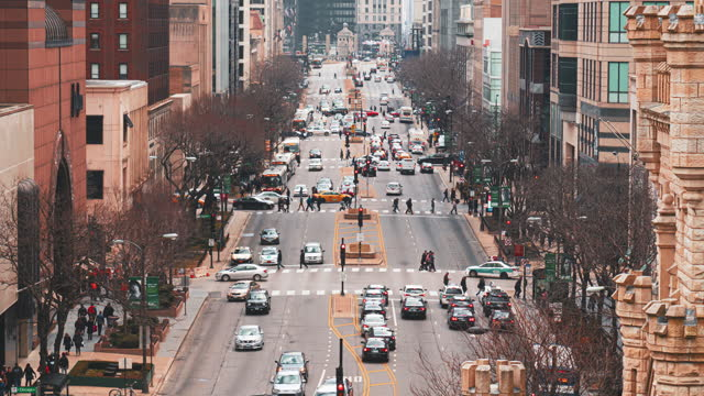 time lapse of the magnificent mile in chicago - chicago 'l' stock videos & royalty-free footage