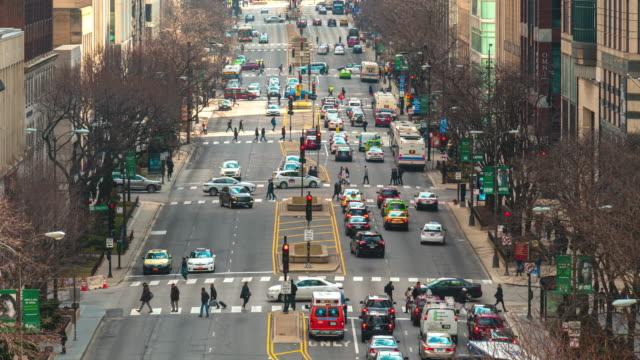 vídeos de stock, filmes e b-roll de time lapse of the magnificent mile na north michigan avenue em chicago, estados unidos - chicago illinois