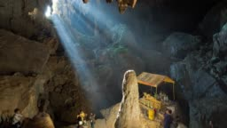 Time lapse of the rays of light that enter in Phu Kham cave