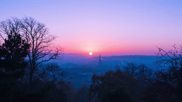 time lapse of the rising sun casting pink hues across the sky at brandon hill park, bristol, england on january 22, 2020 in bristol, uk. - winter stock videos & royalty-free footage