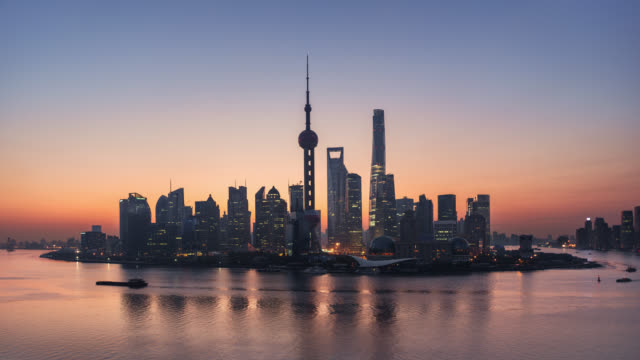 tl/ time lapse of the shanghai skyline, cargo ships on the pudong river passing by the financial district at sunrise - oriental pearl tower shanghai stock videos & royalty-free footage