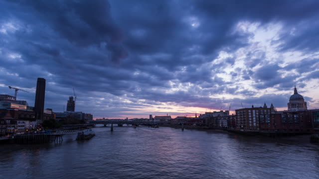 LONDON - CIRCA 2014: Time Lapse of the sunset from Southwark Bridge, London