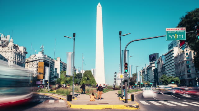 time lapse of the traffic rushing by obelisco de buenos aires - obelisco video stock e b–roll