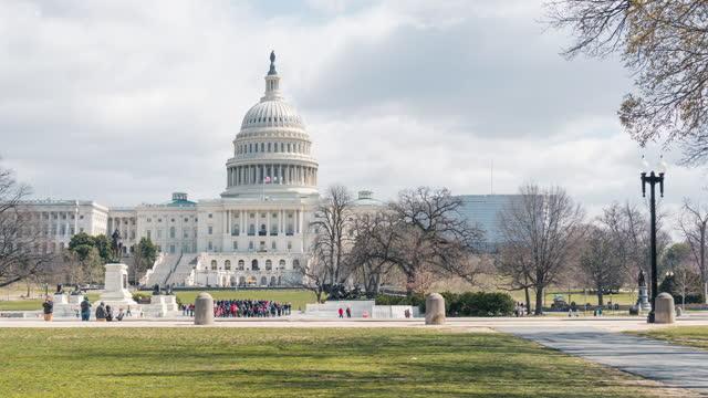 米国議会議事堂、キャピトルヒル、ワシントンd..cのタイムラプス - 連邦議会議員点の映像素材/bロール