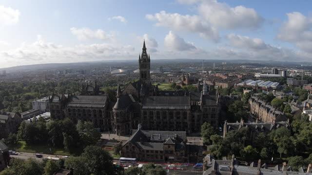 vídeos de stock e filmes b-roll de time lapse of the university of glasgow - glasgow escócia