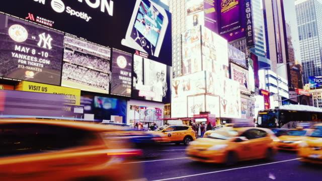 tidsfördröjning vid times square i new york, usa - digital skyltning bildbanksvideor och videomaterial från bakom kulisserna