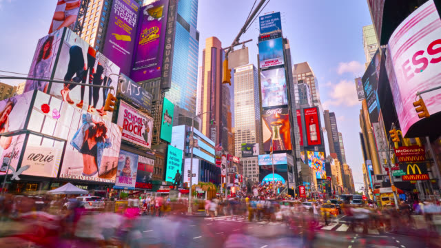 vídeos de stock e filmes b-roll de time lapse of times square, new york - billboard