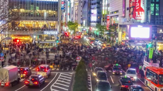 低速度撮影のトップビューの渋谷スクランブル交差点 - 広告点の映像素材/bロール