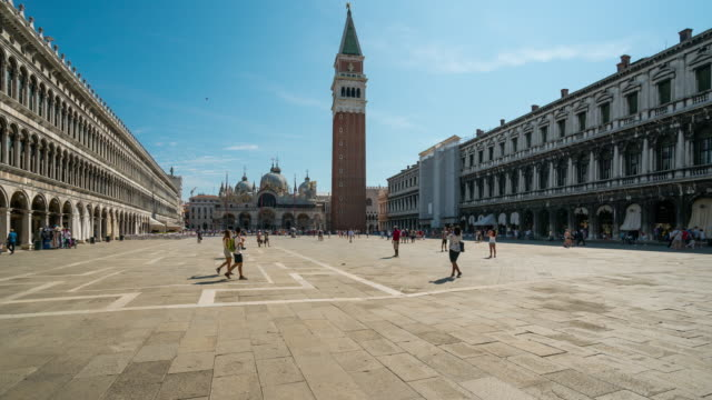 time lapse of tourist at st.mark's square, venice - 14th century bc stock videos & royalty-free footage