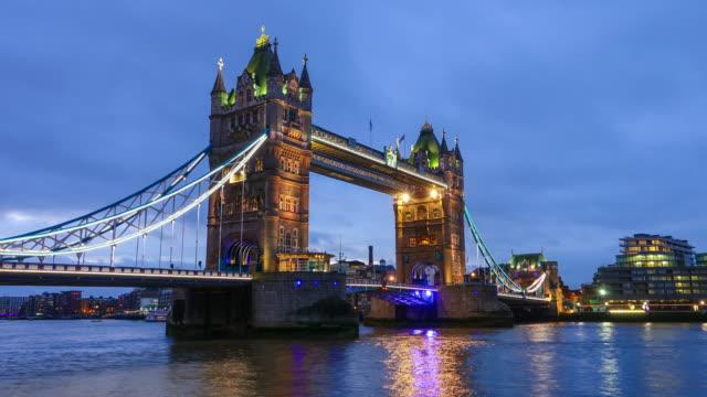 Zeitraffer der Turm Brücke in London
