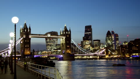 ws time lapse of tower bridge london transition from sunset to night - smith tower stock-videos und b-roll-filmmaterial