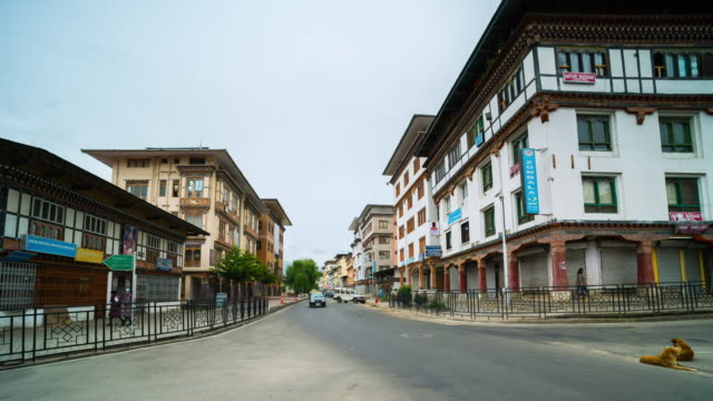 time lapse of traffic and crowd at downtown thimphu, bhutan - bhutan stock videos & royalty-free footage