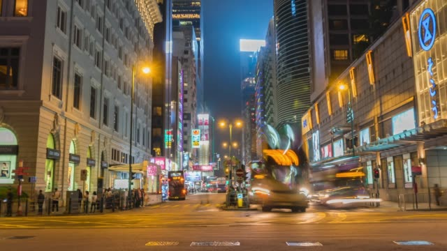 stockvideo's en b-roll-footage met time lapse van het verkeer tijdens twilight in hong kong - hong kong