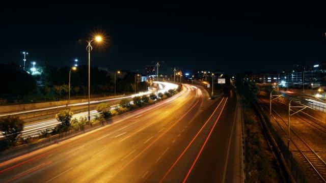 vidéos et rushes de 4k time lapse de l'autoroute de feu de circulation - grands axes de circulation