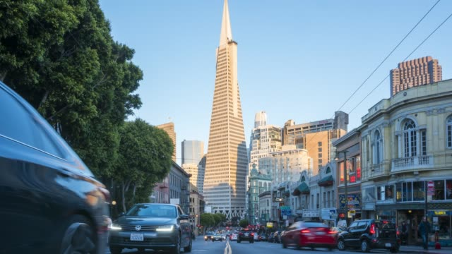 vidéos et rushes de time lapse of traffic on columbus avenue and transamerica pyramid at dusk, san francisco, california, usa, north america - transamerica pyramid san francisco