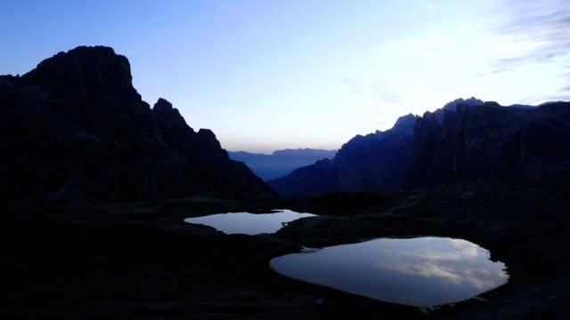 time lapse of tre cime di lavaredo, dolomites - italy - dolomites stock videos & royalty-free footage