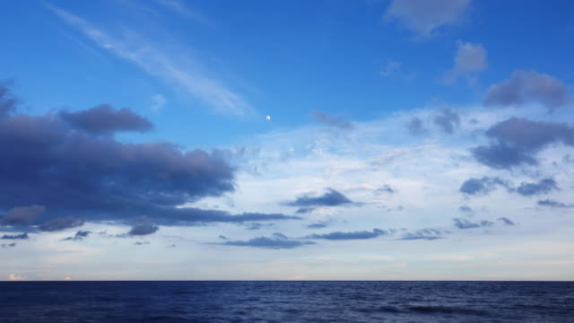 4k: time lapse of tropical seascape scenic off beautiful and cloud sky - turchese blu video stock e b–roll
