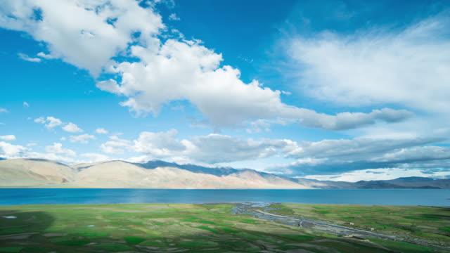 vidéos et rushes de time lapse de lac tso moriri leh ladakh, inde - équitation de loisir