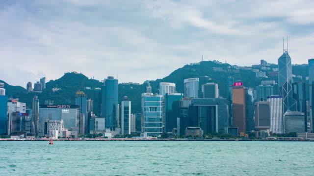 vídeos de stock, filmes e b-roll de lapso de tempo de 4k de victoria harbor, hong kong - victoria hong kong