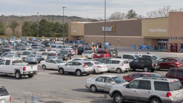 stockvideo's en b-roll-footage met time lapse of walmart super shopping center parking lot in north georgia usa - wal mart