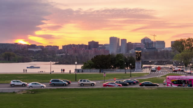 intervallo di tempo di washington, dc con la rosslyn, arlington, virginia vista sullo skyline - arlington virginia video stock e b–roll