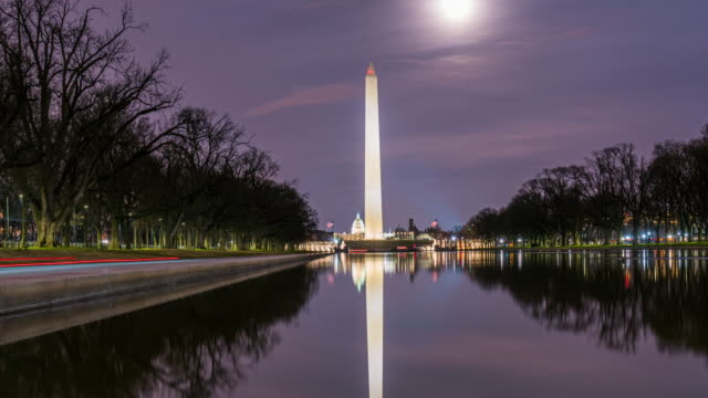 vidéos et rushes de time lapse of washington monument with reflecting pool - washington monument washington dc