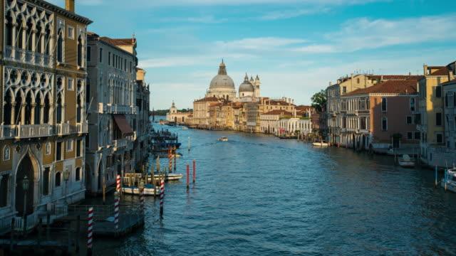Zeitraffer der Wassertransport am Canal Grande, Venedig