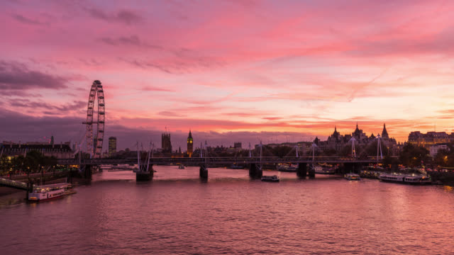 vídeos y material grabado en eventos de stock de london - time lapse of westminster at sunset - rueda del milenio