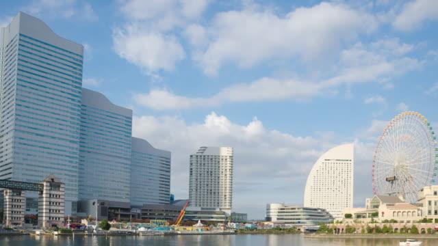 時間経過の横浜みなとみらい 21 横浜都心部 - 観覧車点の映像素材/bロール