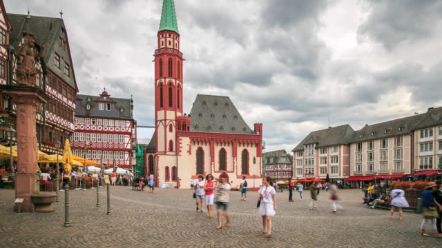 4k time lapse : old town in frankfurt - rathaus stock videos & royalty-free footage