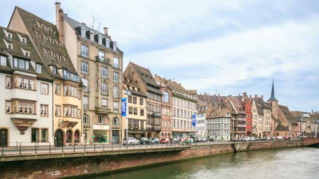vidéos et rushes de effet time-lapse 4k : la vieille ville de strasbourg - strasbourg