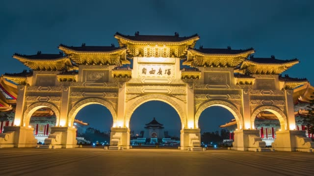 4k time lapse : panoramic  cityscape famous place chiang kai-shek memorial hall in zhongzheng district in city taipei, taiwan - taiwan video stock e b–roll