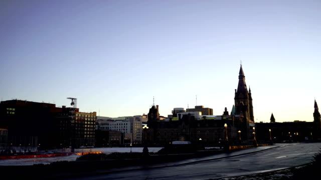 vídeos de stock e filmes b-roll de time lapse: parliament hill in ottawa - parliament hill ottawa