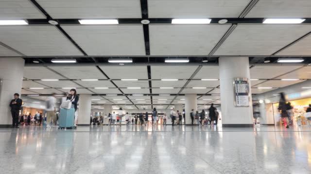 4K Time Lapse: Fußgänger Commuter Crowd Busy Bahnhof Menschen unterwegs in U-Bahn-Bahn-Ticket-Halle in Hong Kong