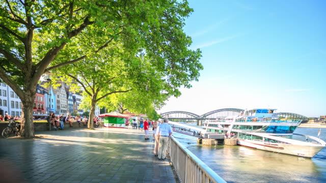 3K Zeitraffer : Fußgänger überfüllten am Rhein Gartenstadtplatz
