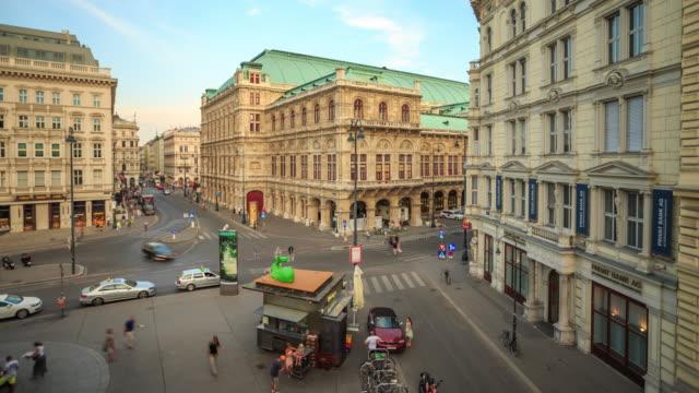 4k Zeitraffer : Fußgängerzone von Wien-Kartner belebten Einkaufsstraße Österreich der Dämmerung