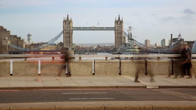 LS time lapse pedestrians on London Bridge