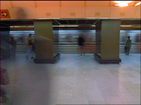 time lapse people getting on + off subway train in station / prague, czech republic - bahnreisender stock-videos und b-roll-filmmaterial