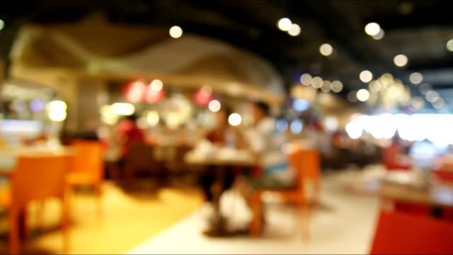 Time lapse persone nel ristorante con sfocatura bokeh sfondo