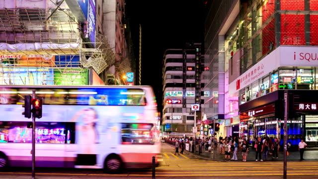 vídeos de stock, filmes e b-roll de lapso de tempo de alta definição: pessoas compras lugar em hong kong - letra maiúscula
