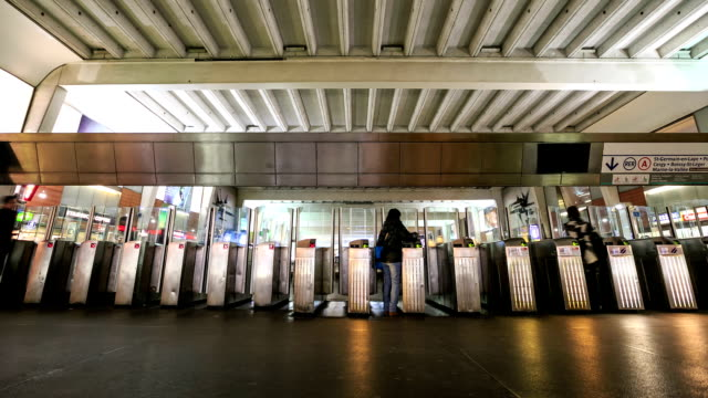 HD Time Lapse : People walking into the door Metro