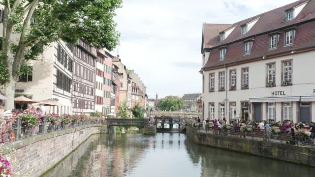 zeitraffer petite france in straßburg - straßburg stock-videos und b-roll-filmmaterial
