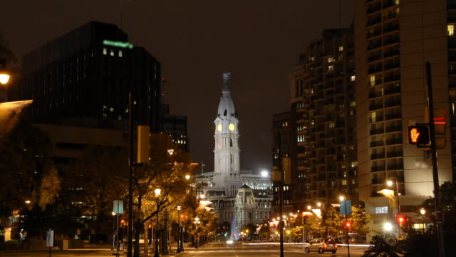vídeos y material grabado en eventos de stock de time lapse philadelphia city hall (1080/24p - reloj de pared