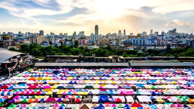 Zeitraffer: Beliebte Nachtmarkt in Bangkok, Thailand